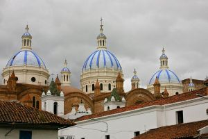 Domes_of_the_New_Cathedral_in_Cuenca,_Ecuador